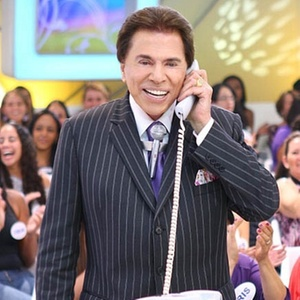 Silvio Santos liga para a me de uma participante do programa 