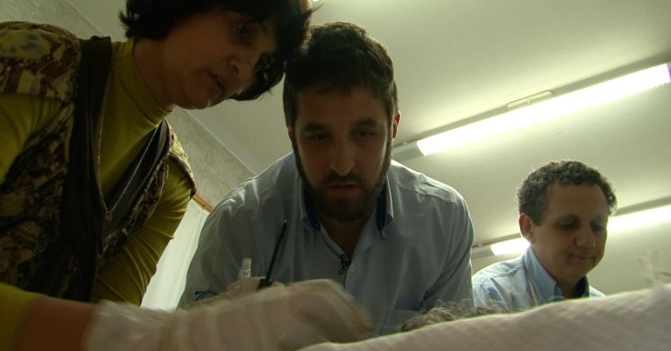 Rafinha Bastos faz reportagem sobre pessoas que lidam com a morte