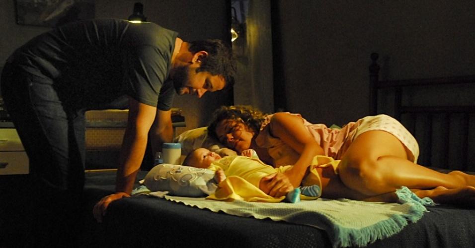 Tenente Wilson (Murilo Benício) e Jaqueline (Fabiula Nascimento) em