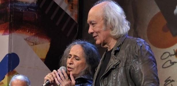 Maria Bethânia canta com Erasmo Carlos na gravação do