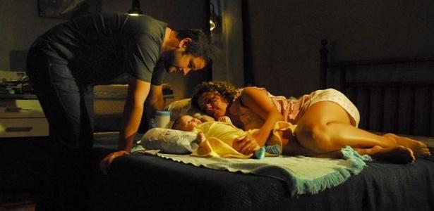 Tenente Wilson (Murilo Benício) e Jaqueline (Fabíula Nascimento) em cena de