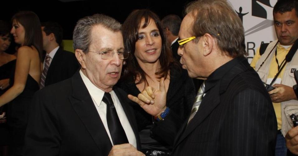 Daniel Filho conversa com José Wilker durante o Grande Prêmio do Cinema Brasileiro, no Rio (9/6/10)