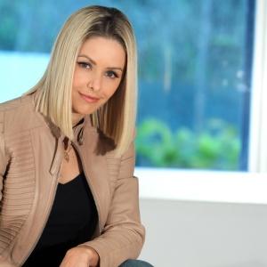atriz da rede record bianca rinaldi quer posar nua pela primeira vez