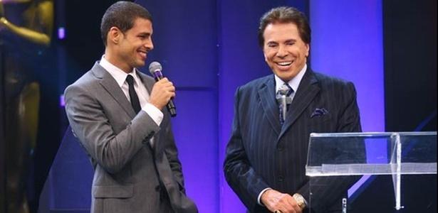 Cauã Reymond e Silvio Santos durante o Troféu Imprensa 2010