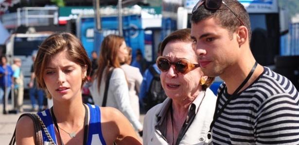 Tammy Di Calafiori, Fernanda Montenegro e Cauã Reymond em cena de