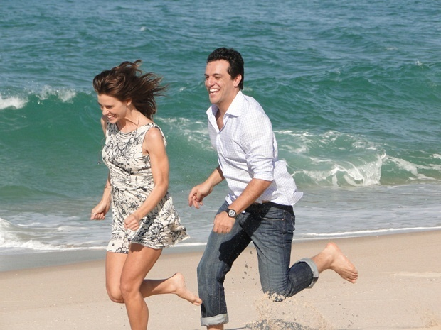 Carolina Dieckmann e Rodrigo Lombardi gravam cenas de
