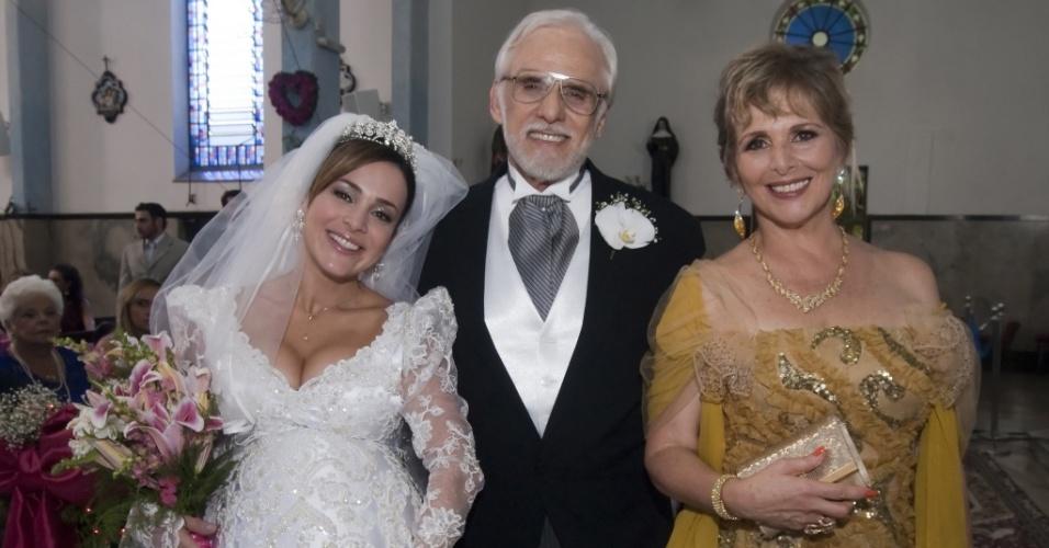 Jéssica (Gabriela Duarte), Olavo (Francisco Cuoco) e Clô (Irene Ravache) em cena de