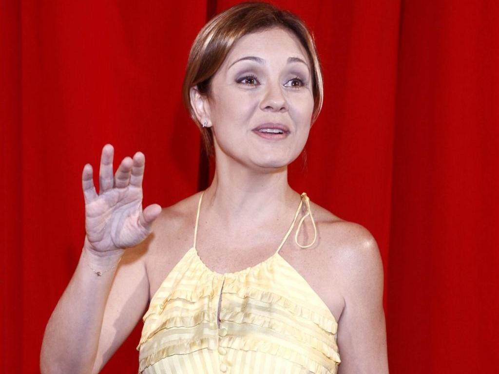 A atriz Adriana Esteves no lançamento da minissérie