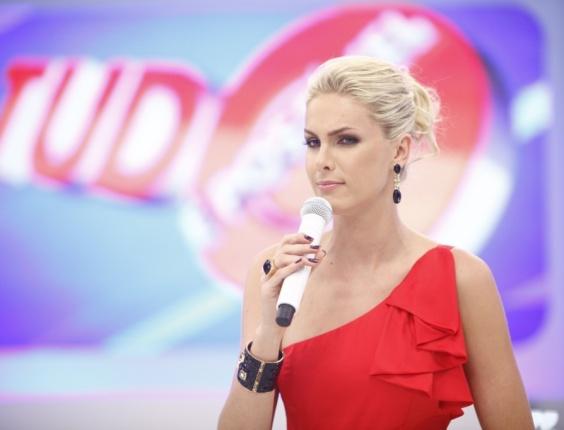 http://tv.i.uol.com.br/televisao/2010/07/23/ana-hickmann-apresenta-o-tudo-e-possivel-da-record-1279854553176_564x430.jpg