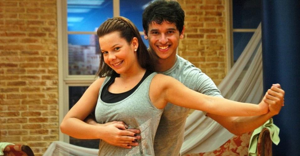 Fernanda Souza e o professor de dança Alexandre Porcel no ensaio do quadro Dança dos Famosos