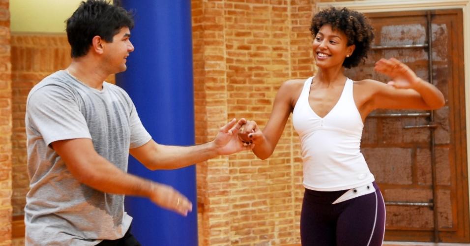 O professor de dança Marcelo Grangeiro e a atriz Sheron Menezes no ensaio do Dança dos Famosos, no Rio