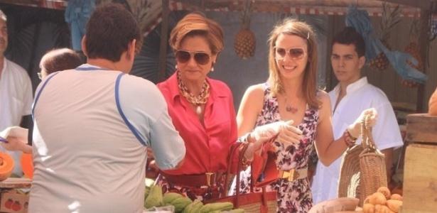 Zezé Polessa e Débora Falabella gravam cenas em uma feira da zona sul do Rio (26/7/10)