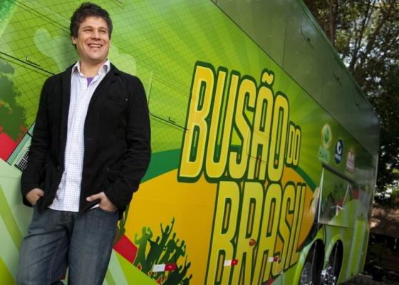 edgard-piccoli-e-o-apresentador-do-programa-busao-do-brasil-1280430267916_560x400.jpg
