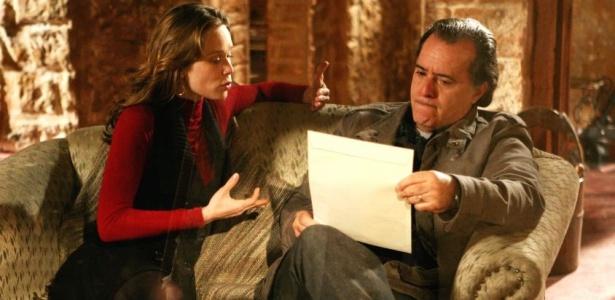 Para ficar com herança, Clara (Mariana Ximenes) falsifica testamento de Totó (Tony Ramos) em