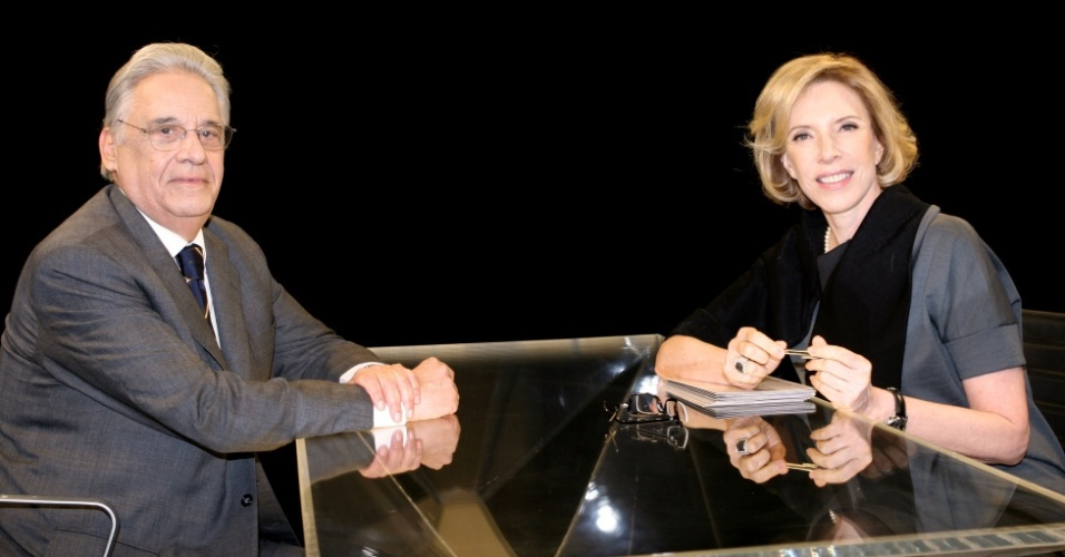 A apresentadora Marília Gabriela recebe o ex-presidente Fernando Henrique Cardoso no