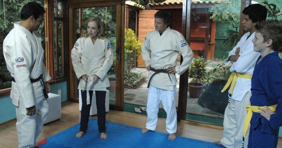 Angélica, Marcello Novaes e seus filhos Pedro e Diogo fazem aula de jiu-jitsu durante gravação do