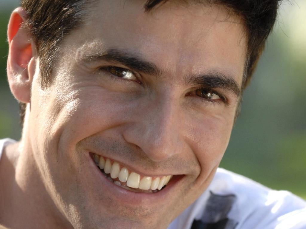 Fred (Reynaldo Gianecchini) conta a Stela (Maitê Proença) que sabe de seu romance com Agnello (Daniel Oliveira) e a chantageia para impedir que Saulo (Werner Schünemann) viaje para a Itália (6/8/10)
