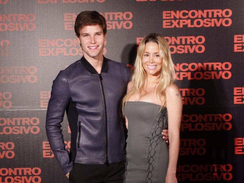 Jonatas Faro e Danielle Winits durante a pré-estreia do longa