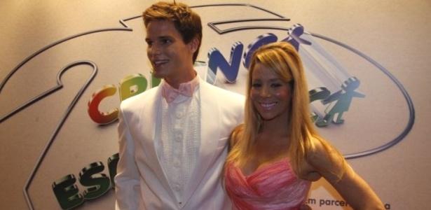 O casal Danielle Winits e Jonatas Faro viraram Ken e Barbie no Criança Esperança 2010
