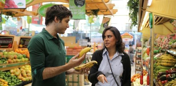 """Chef Rodrigo Cascón ensina dona de casa colombiana a preparar um jantar para sua família em """"Chef a Domicílio: América Latina"""""""