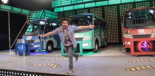 Mario Frias estreia no domingo (29) como apresentador no comando de O Último Passageiro na RedeTV!