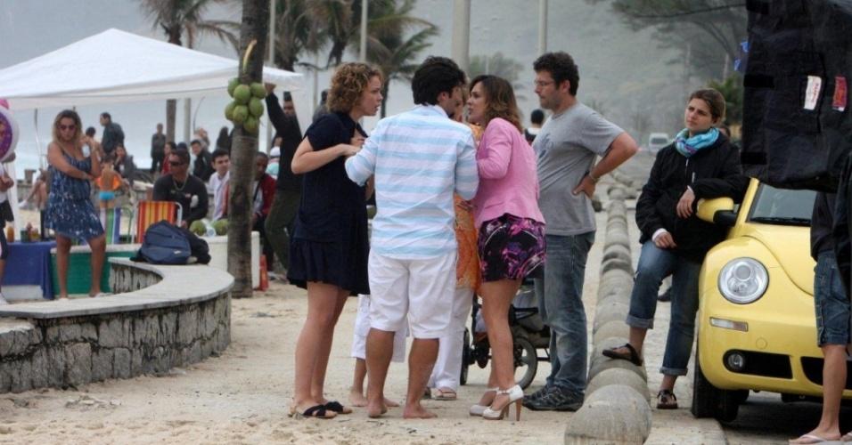 Leandra Leal, Bruno Gagliasso e Gabriela Duarte gravam cena de