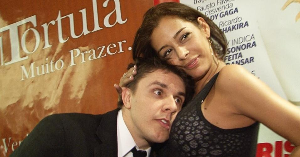 Oscar Filho e Larissa Riquelme no lançamento da Playboy da modelo (13/9/10)
