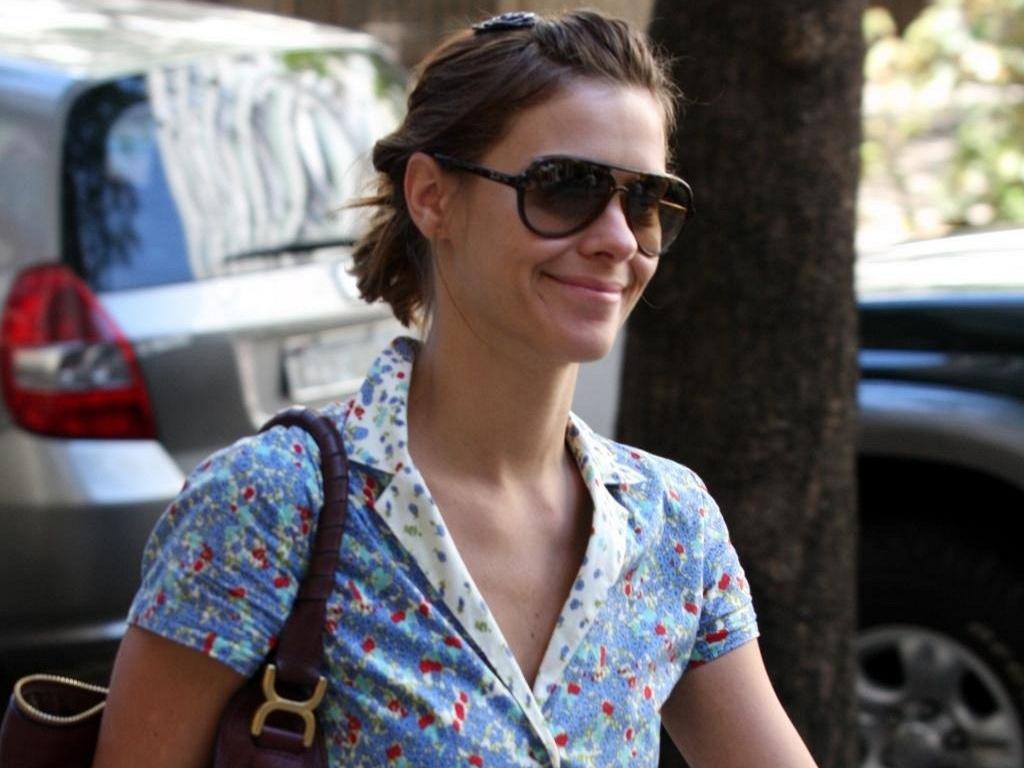 Carolina Dieckmann faz compras no Leblon (9/9/10)