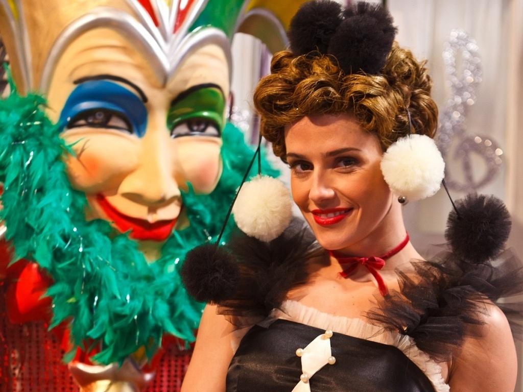 Deborah Secco vai viver Alice no episódio