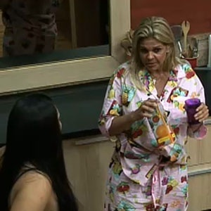 Monique Evans desabafa para Mulher Melancia após briga com Sérgio Mallandro (29/9/10)