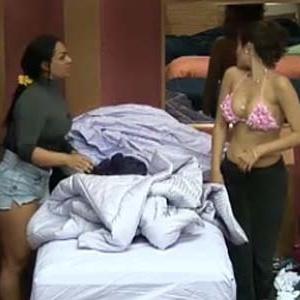 Ana Carolina e Melancia confabulam voto (4/10/10)