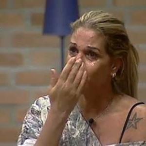 Monique Evans chora ao pedir desculpas aos colegas de confinamento (4/10/10)