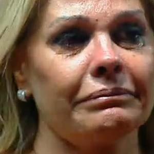 Monique Evans chora por se sentir traída por companheiras de equipe (06/10/2010)