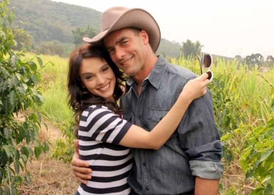 Paulo Zulu e Cynthia Falabella estão no elenco de Coração Feridos da SBT (11/10/2010)
