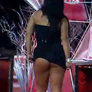 Piu-Piu levanta vestido de Melancia e mostra os dotes da morena (16/10/2010)