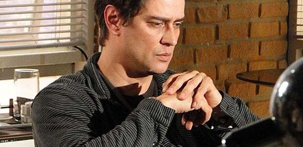 Gerson (Marcello Antony) relembra o que passou na infância (17/10/2010)
