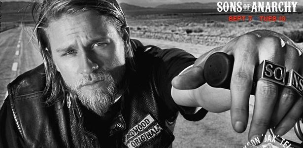 Pôster da terceira temporada da série Sons of Anarchy, exibida pelo
