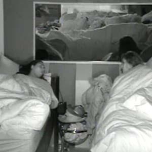 Mulher Melancia e Ana Carolina Dias conversam na cama (21/10/2010)