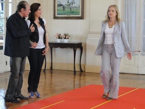 Roberto Aguirre, Mayana Neiva e Angélica durante gravação do