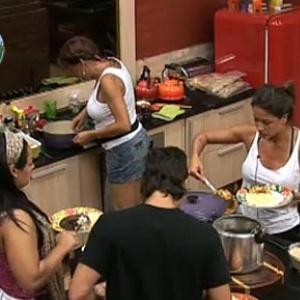 Peões se servem de refeição preparada por Nany e Melancia (23/10/10)