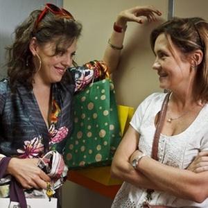Bárbara Paz e Adriana Esteves em cena do episódio