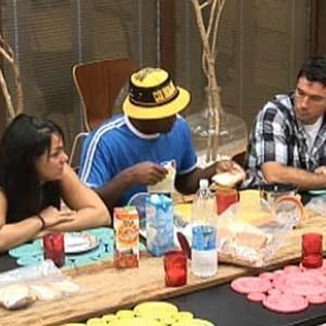 Melancia conta para equipe Avestruz que Nany está na Roça (1/11/10)