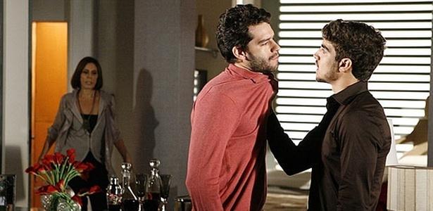 Mila Moreira, Guilherme Winter e Caio Castro em cena de