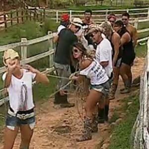 Peões têm atividade extra na fazenda (4/11/10)