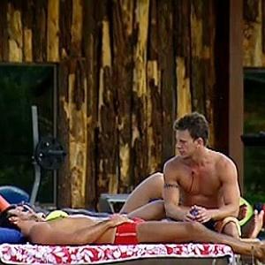 Daniel e Melancia conversam com Dudu Pelizzari à beira da piscina (08/11/10)