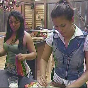 Mulher Melancia e Ana Carolina Dias conversam na cozinha (08/11/2010)