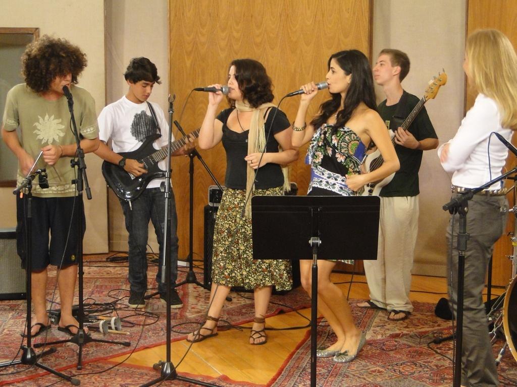 Angélica tem um encontro musical com Emanuelle Araújo e Banda Zarapatéu no
