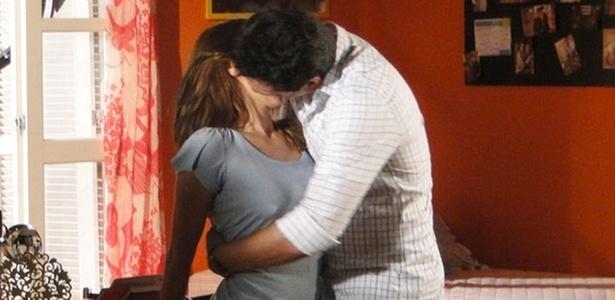 Carolina Dieckmann e Rodrigo Lombardi em cena de