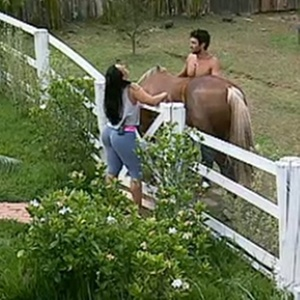 Daniel Bueno pergunta se Andressa já montou a cavalo (15/11/10)