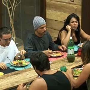Peões aprovam o cardápio preparado por Melancia (16/11/10)